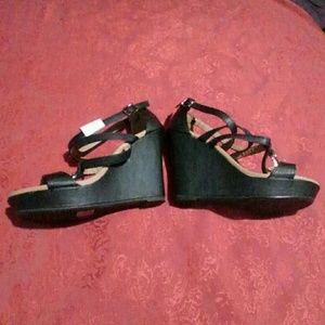 New Qupid Wedge Sandal Size 7.5